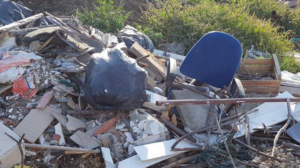 Fiumicino, appello del Comune contro le discariche abusive