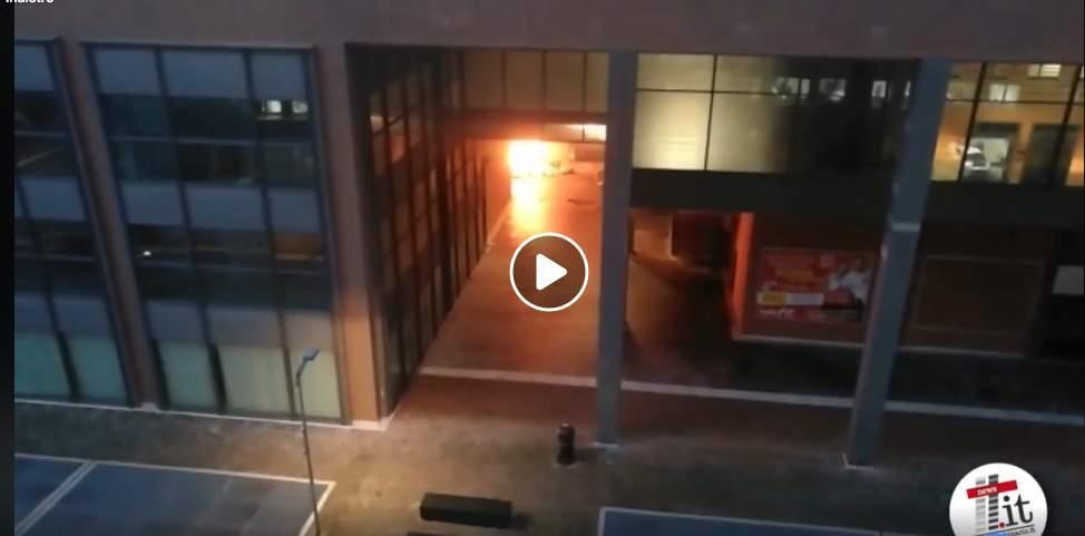 Rifiuti in fiamme a Parco Leonardo nel comune di Fiumicino