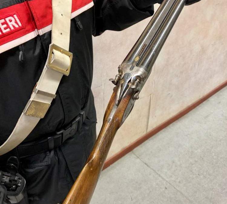 Non contento del conto torna al ristorante e minaccia il titolare con un fucile: arrestato dai Carabinieri