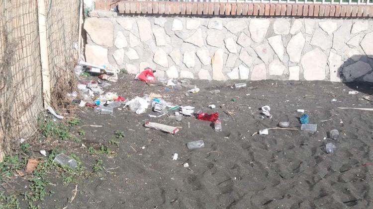 Ladispoli, il sindaco Grando critica gli zozzoni ma la sua ordinanza è stata disattesa