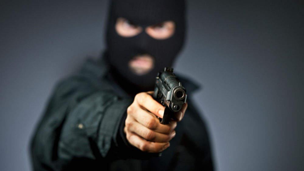 Derubò una coppia di fidanzati: arrestato rapinatore