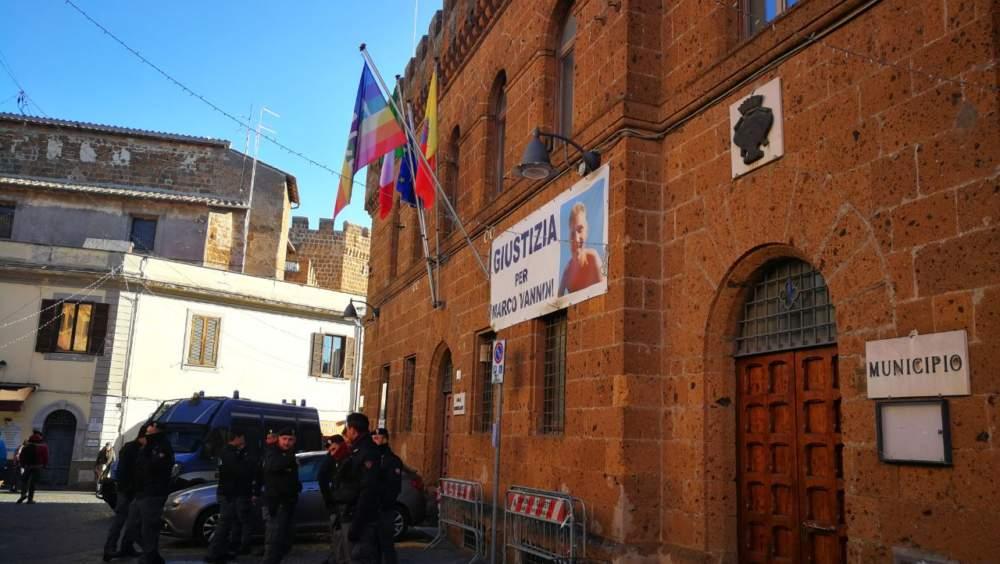 Cerveteri blindata per la bandiera della Pace contesa fra Casapound e Antifa
