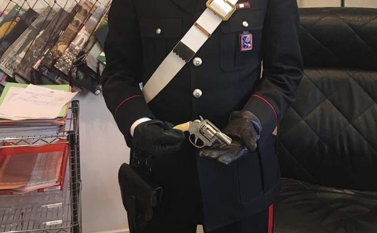 Pistola in casa senza licenza: denunciato un 58enne di Civitavecchia