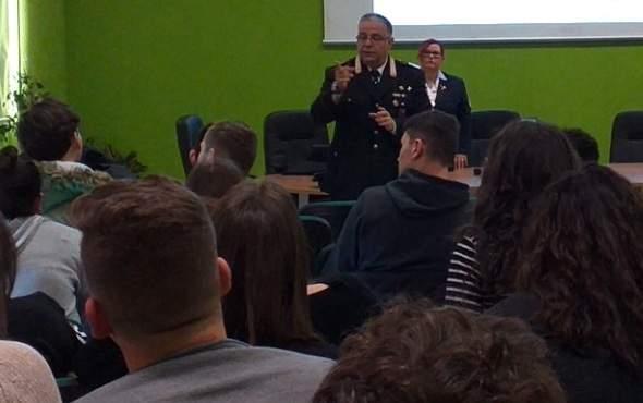 Ostia, a scuola lezioni di legalità con i carabinieri