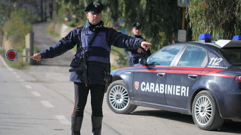 Rubano mobilia e oro vantando un credito: denunciata dai carabinieri una famiglia di Civitavecchia