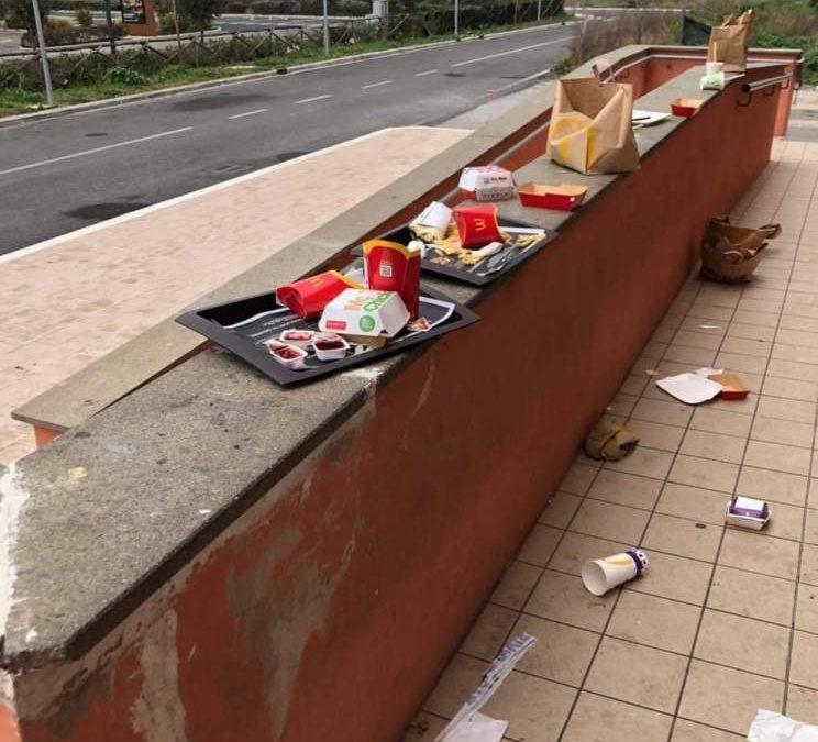 Ladispoli, Mc Donald's pulisce ma gli incivili non vengono fermati