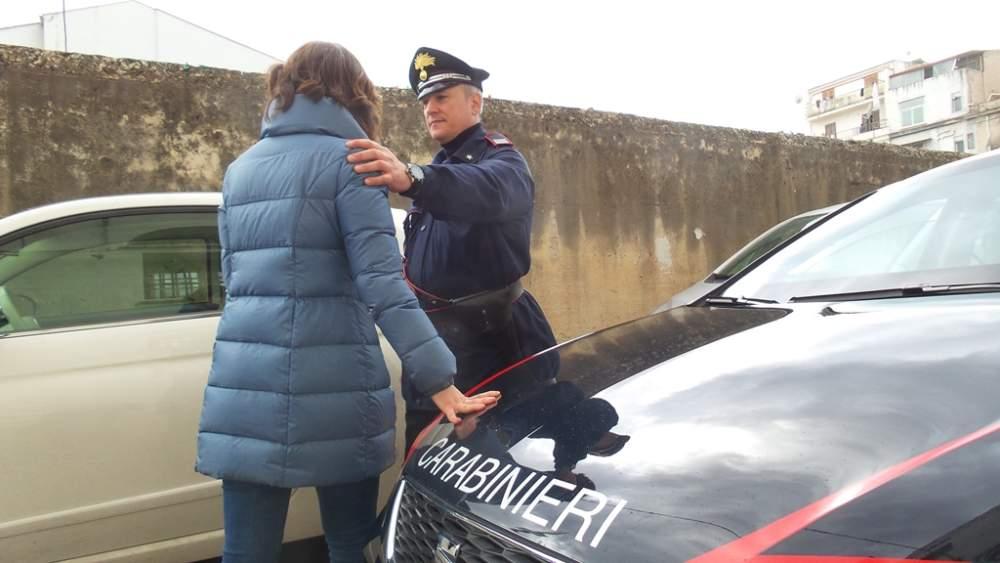 Rapinò anziano dopo continui maltrattamenti: arrestata la badante