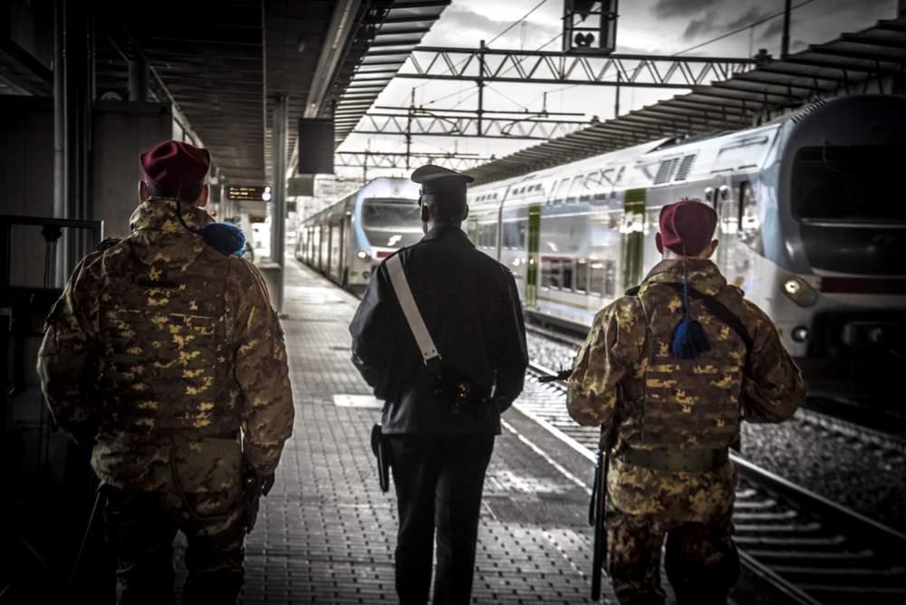Ostia: bloccato alla stazione Lido Centro dopo furto, aveva un coltello e hashish