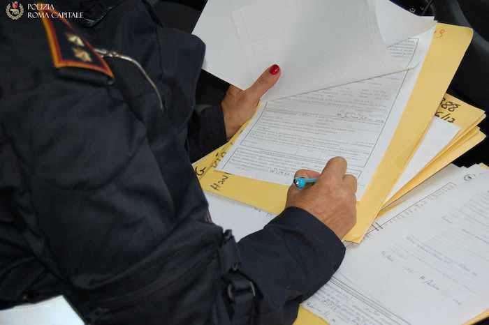 Certificati falsi per rinnovo permesso di soggiorno: Polizia ...