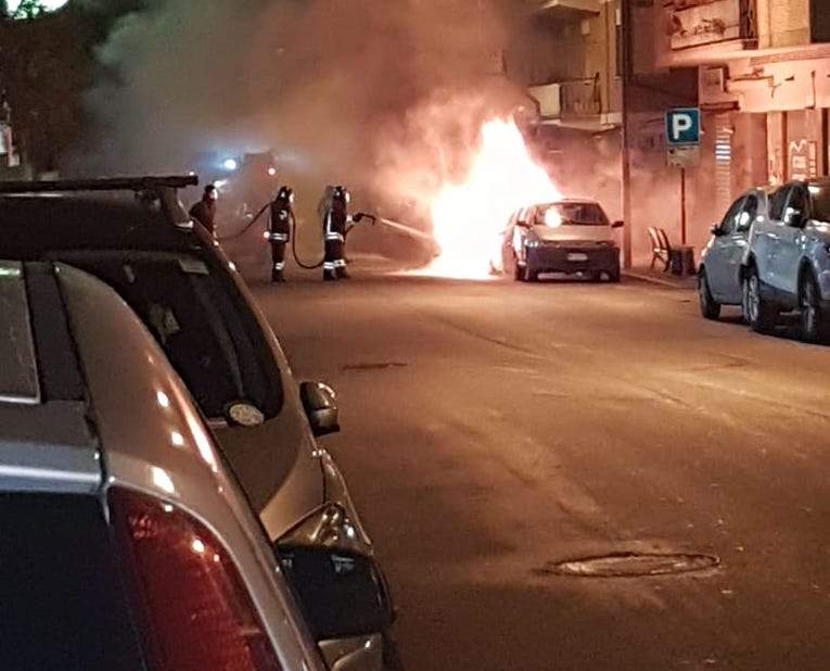 Ciampino, a fuoco due auto in via Carlo Pirzio Biroli