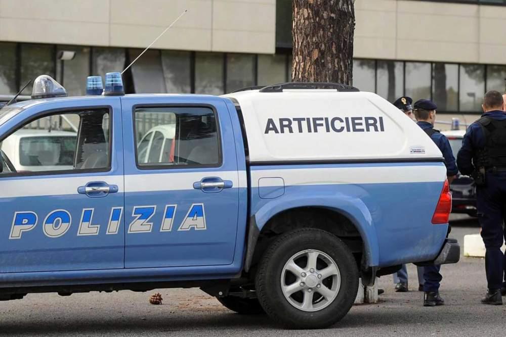 Allarme al terminal crociere: auto sospetta, artificieri della Polizia a Civitavecchia