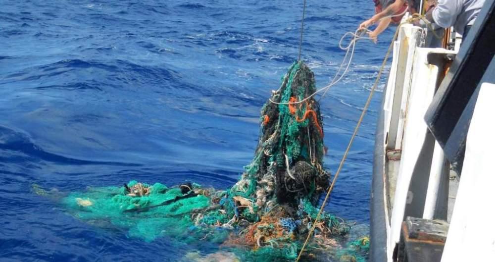 Civitavecchia, pescherecci pronti a raccogliere i rifiuti in mare