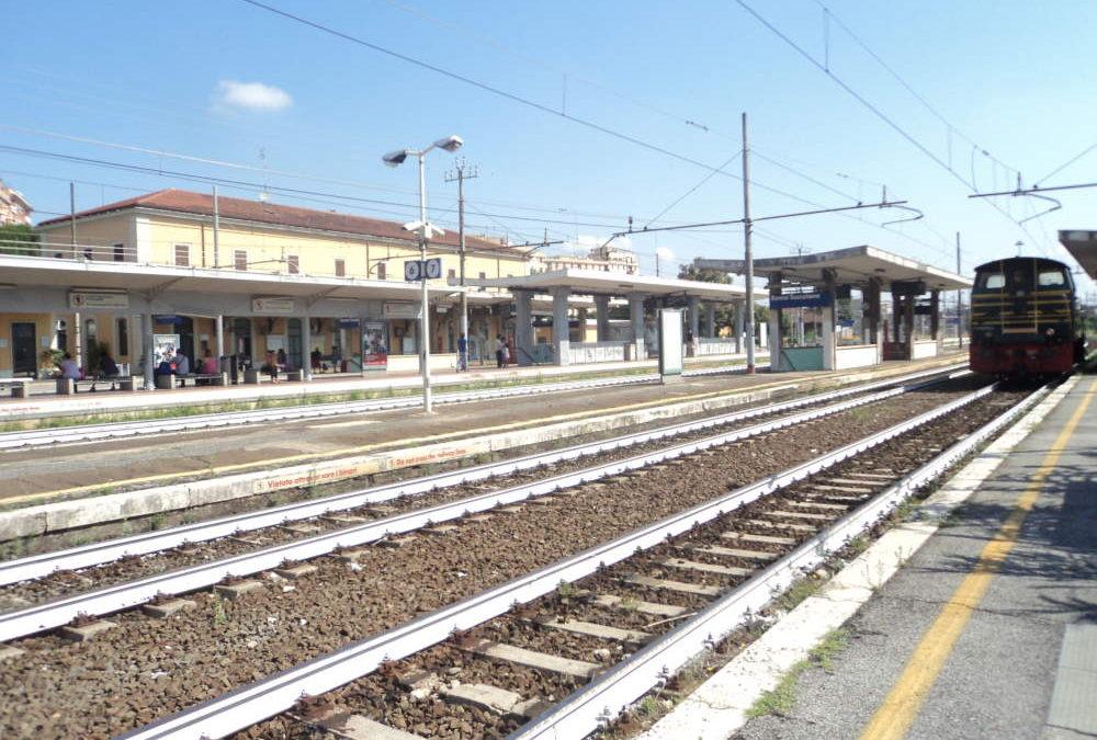 Cavi danneggiati tra le stazioni Roma Tuscolana e Roma Ostiense, treni in ritardo e disagi