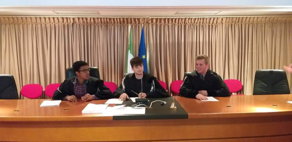 """Studenti del """"Di Vittorio"""" di Ladispoli in visita al TAR"""