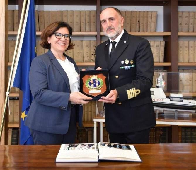 Civitavecchia, il ministro Trenta visita la capitaneria di Porto