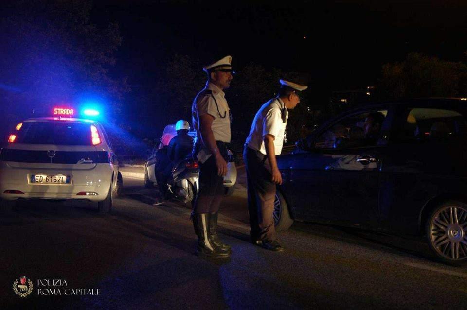 Incidente in via Ostiense: scontro tra scooter e cavallo, morto 52enne