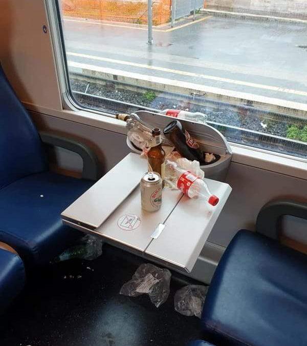 Ecco come è stato ridotto il treno pendolari dai tifosi dell'Atalanta