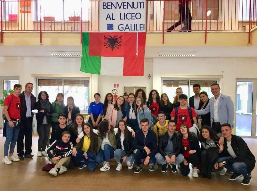 Civitavecchia, gemellaggio albanese per Galilei e Calamatta