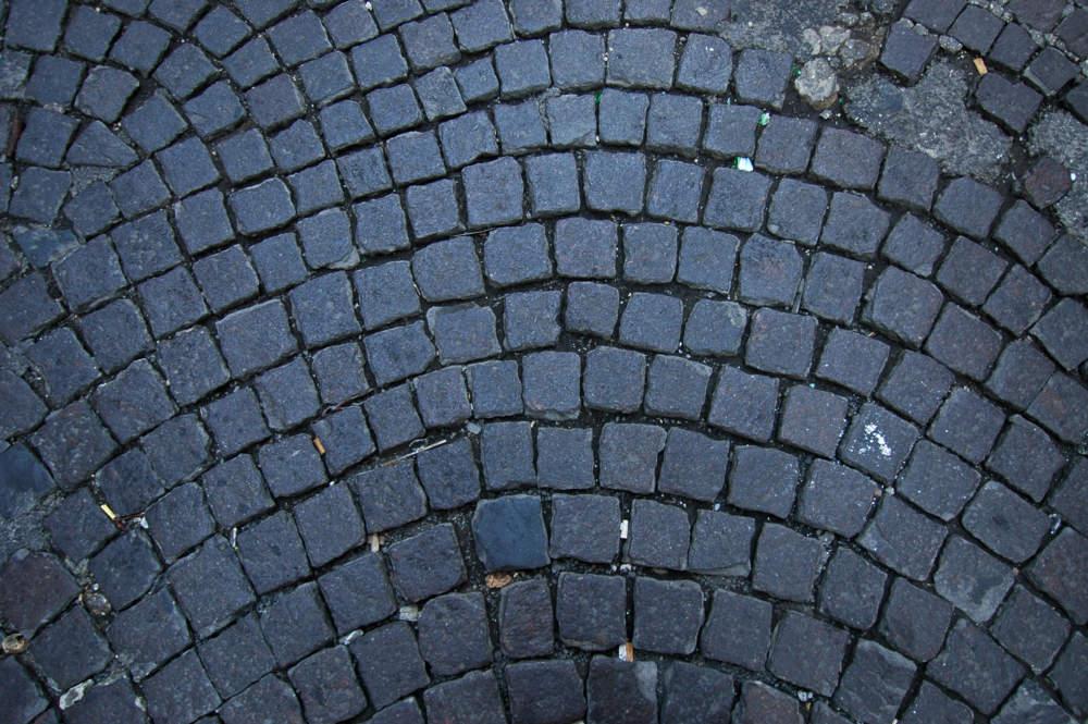 """Piano sanpietrini, Politi (Lega): """"Tolgono simbolo della Città Eterna. Demolitore Raggi asfalta la Storia"""""""