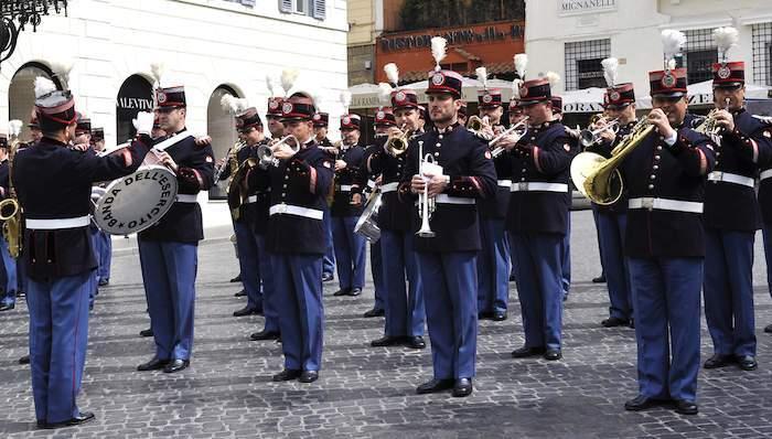 Bracciano, arriva la Banda dell'Esercito: un carico di emozioni apre la stagione estiva