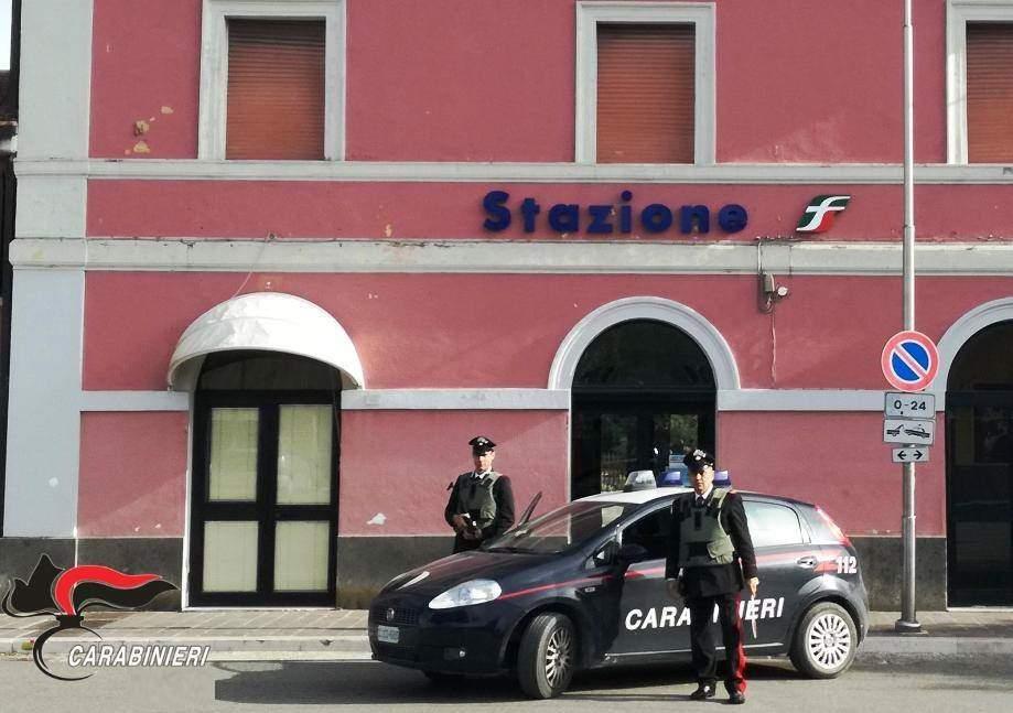 Spacciava in stazione ai coetanei: 17enne arrestato dai Carabinieri di Bracciano
