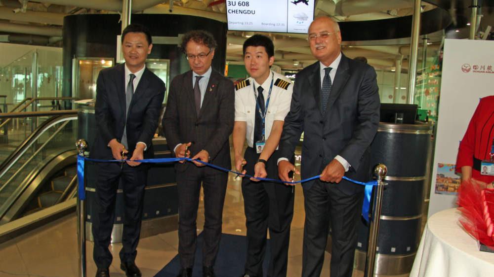 Fiumicino, taglio del nastro del nuovo volo Roma-Chengdu della Sichuan Airlines