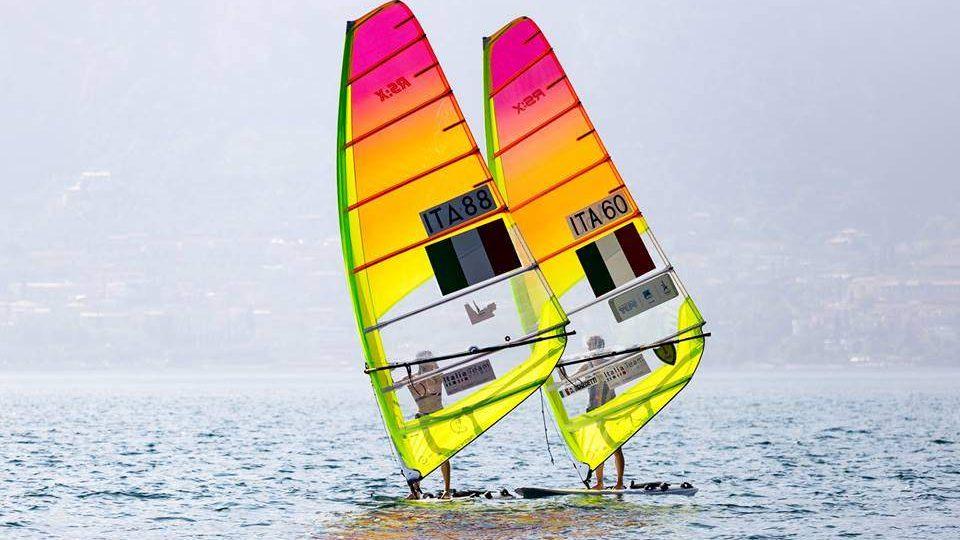 Windsurf, in Giappone Benedetti e Camboni: il duo di Civitavecchia vuole staccare il pass olimpico (anche se ce n'è uno solo)