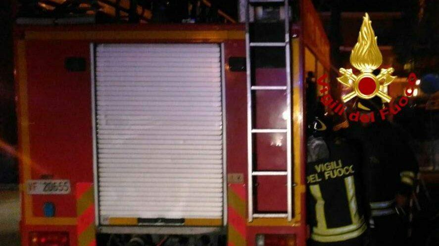 Incendio in via di Salone: rifiuti a fuoco nella baraccopoli