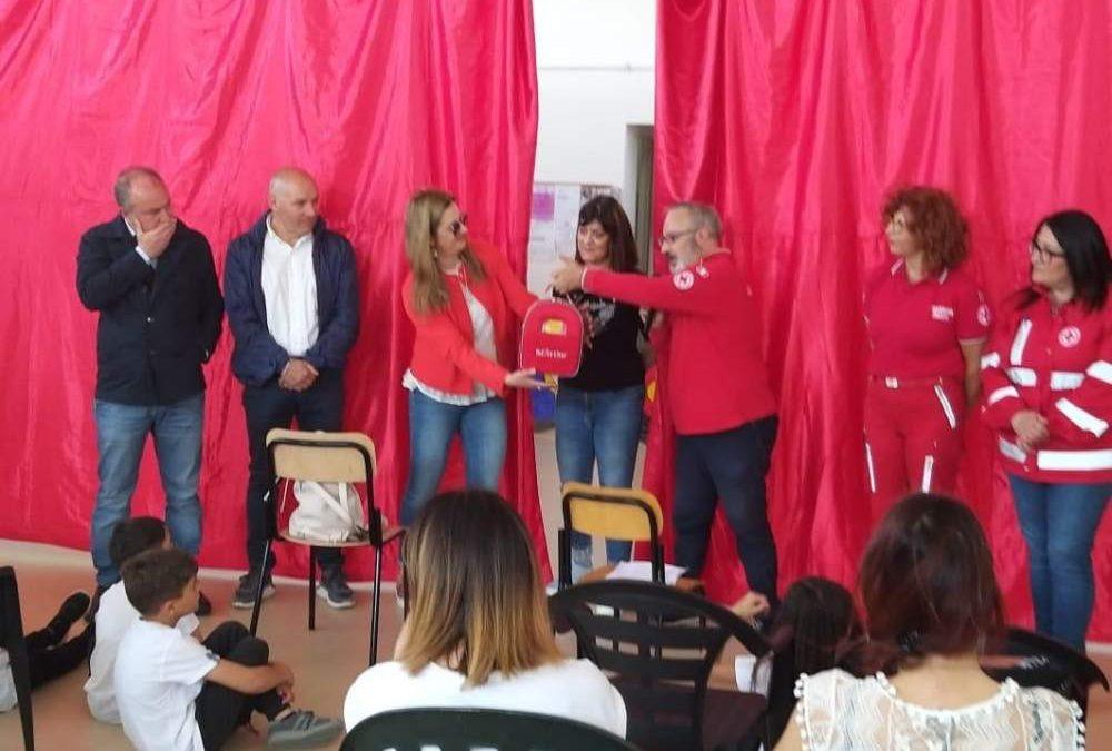 La Croce Rossa di Tolfa e Allumiere dona un defibrillatore alla scuola di Santa Severa Nord