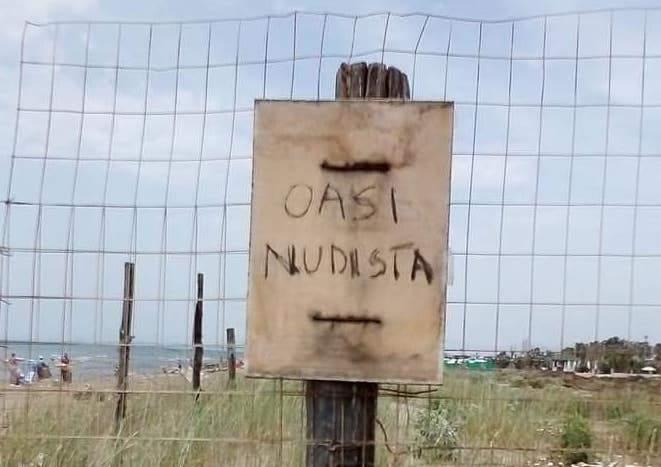 "Fiumicino, spiaggia nudisti a Maccarese: ""Rimossi cartelli abusivi"""