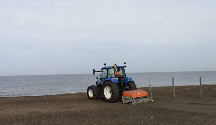 Cerveteri, pulizia della spiaggia a Campo di Mare per Multiservizi