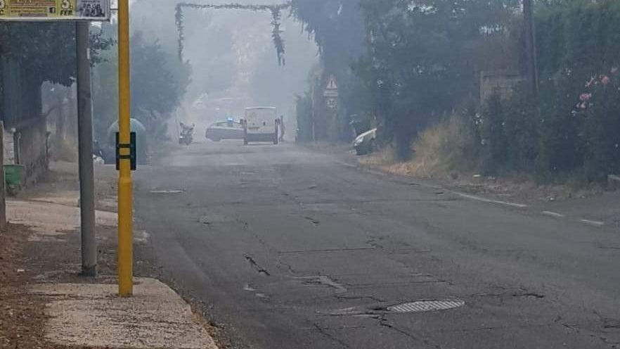 Incendio in via della Storta: bruciano sterpaglie