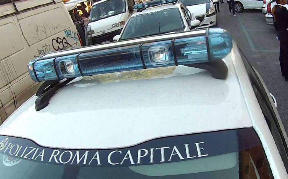 Incidente a Colli Aniene: scontro auto-scooter, ferita 41enne