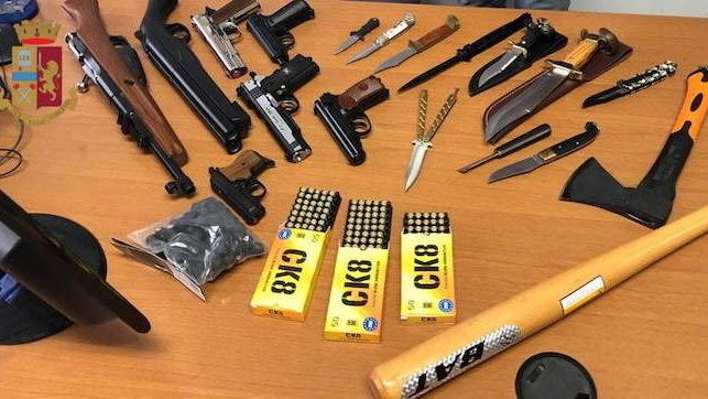 Trastevere: seminudo importuna i passanti, trovato in possesso di coltello e pistola giocattolo