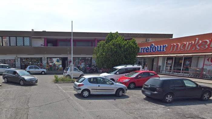 Dragoncello: rapina al supermercato, poi la fuga in scooter
