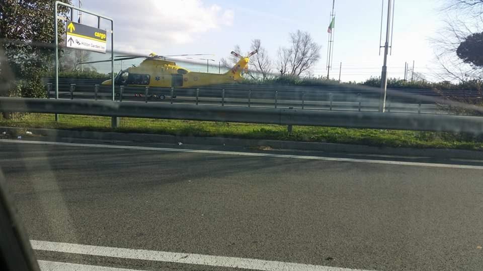 Incidente sulla Roma-Fiumicino per un motociclista: traffico in tilt per l'aeroporto