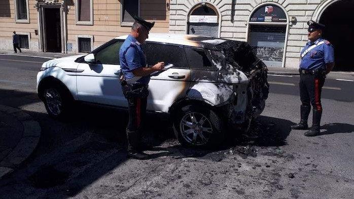 Salario: incendia tre auto, arrestato 45enne