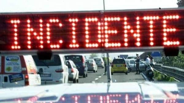 Incidente a Ladispoli: scontro tra due auto