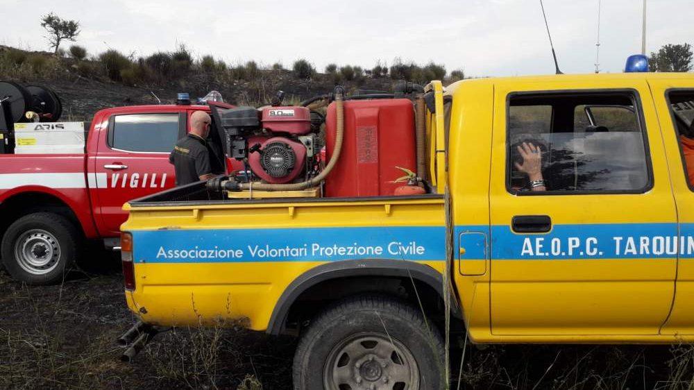 Incendio vicino alla Civita Tarquinia domato da pompieri e Aeopc