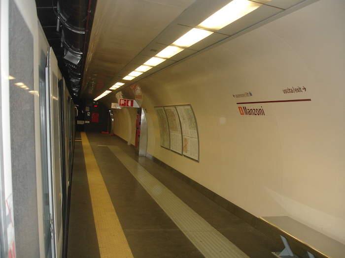 Metro A: tenta suicidio alla stazione Manzoni