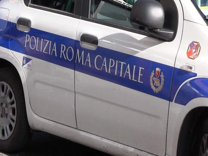Incidente all'Esquilino: scontro auto-scooter, grave 62enne