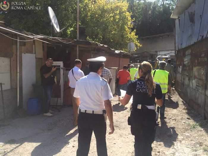 Ponte Milvio: sgombero e demolizione della baraccopoli abusiva, due persone denunciate per furto di energia elettrica