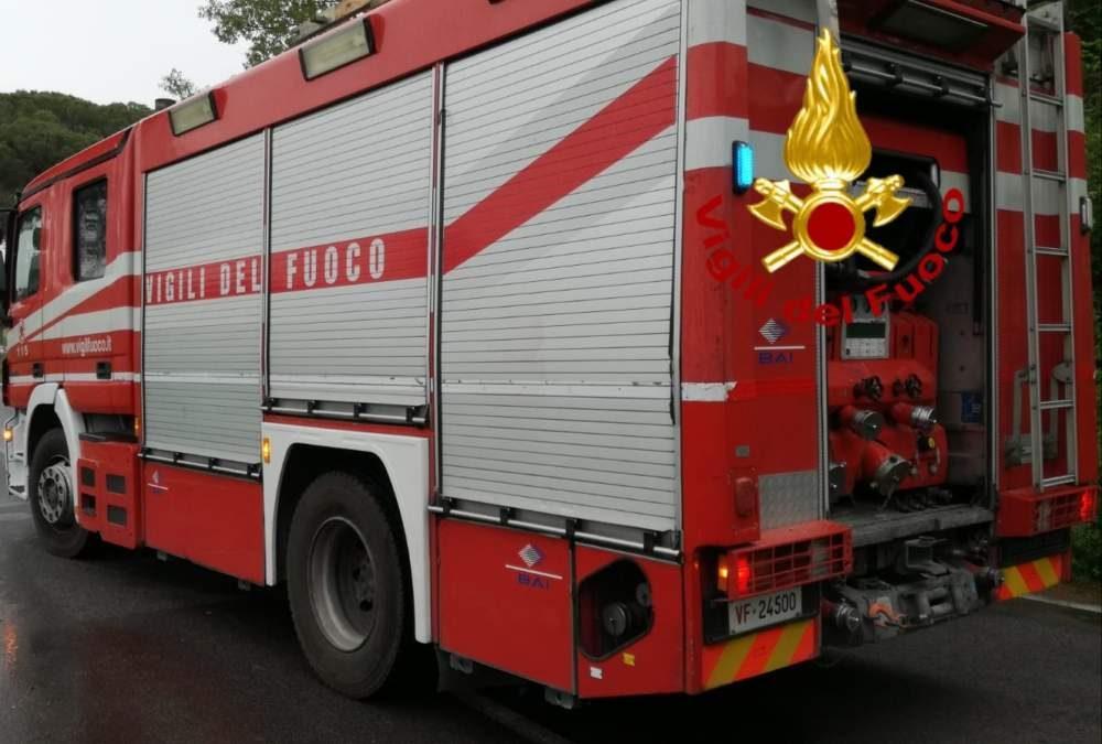 Brucia canna fumaria a Manziana: intervengono i vigili del fuoco