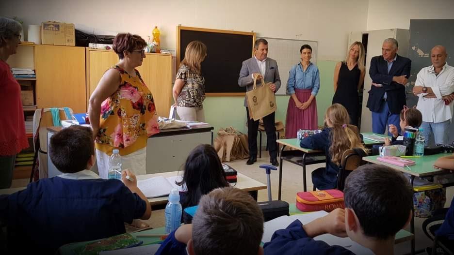 Primo giorno di scuola a Manziana: gli auguri del sindaco