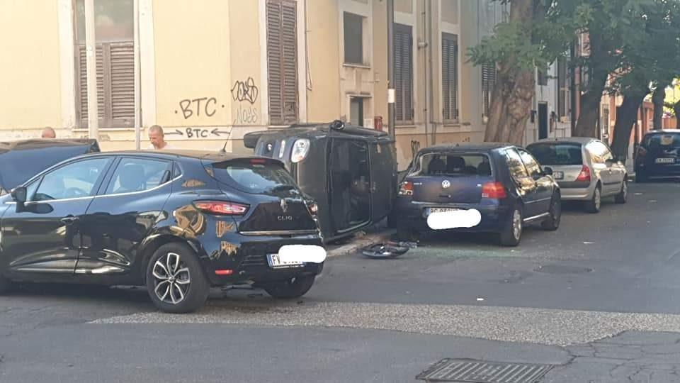 Incidente fra tre vetture a Ladispoli centro