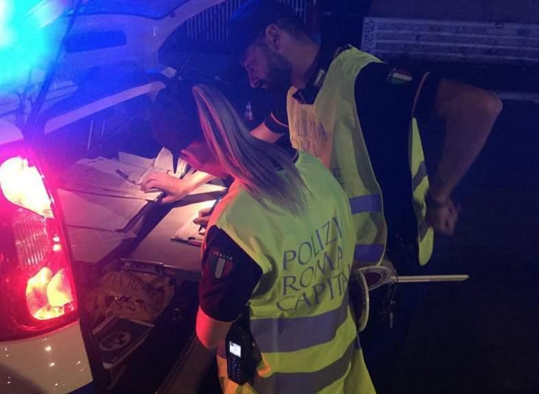 Polizia locale, controlli del weekend: a Ponte Milvio raffica di sanzioni