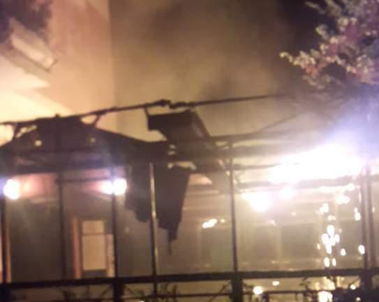 """Incendio a Centocelle, danneggiato ristorante: """"Noi più forti di chi usa queste forme di violenza"""""""