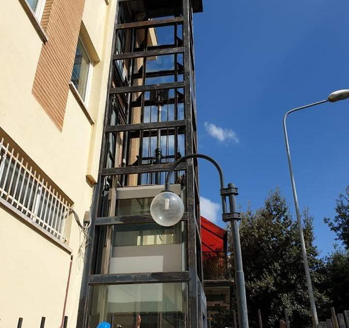 Manziana, l'ascensore comunale torna in funzione