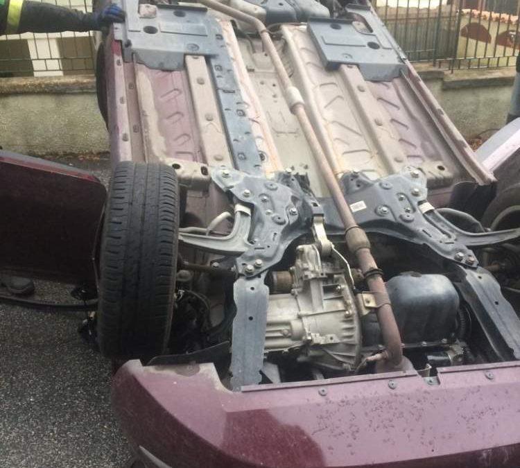 Incidente con auto ribaltata,  un ferito a Santa Marinella