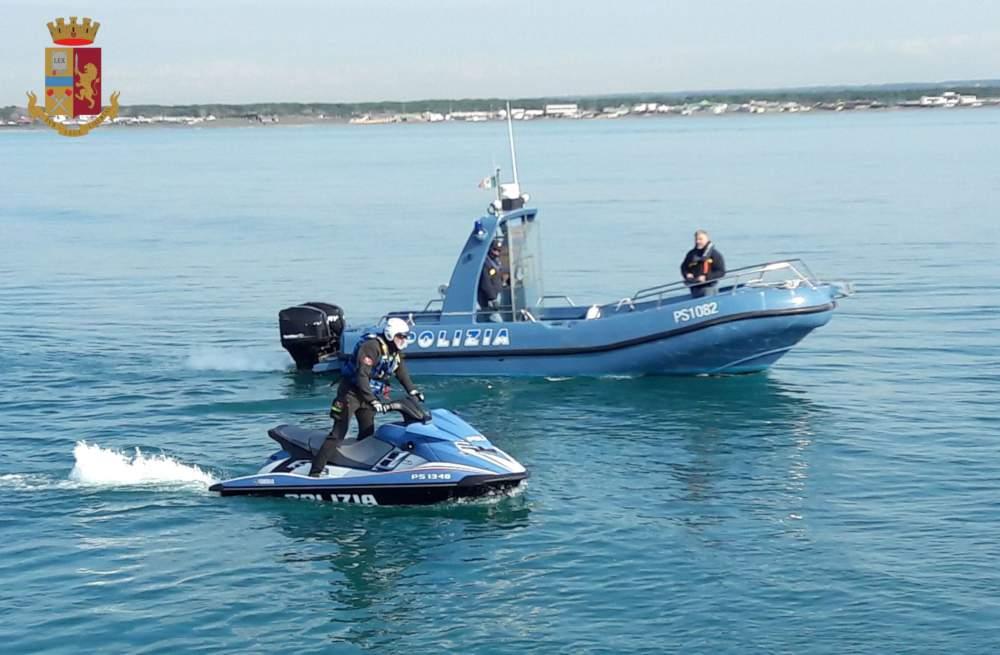 Azzurra sta per incagliarsi, la Polizia la salva a Fiumicino